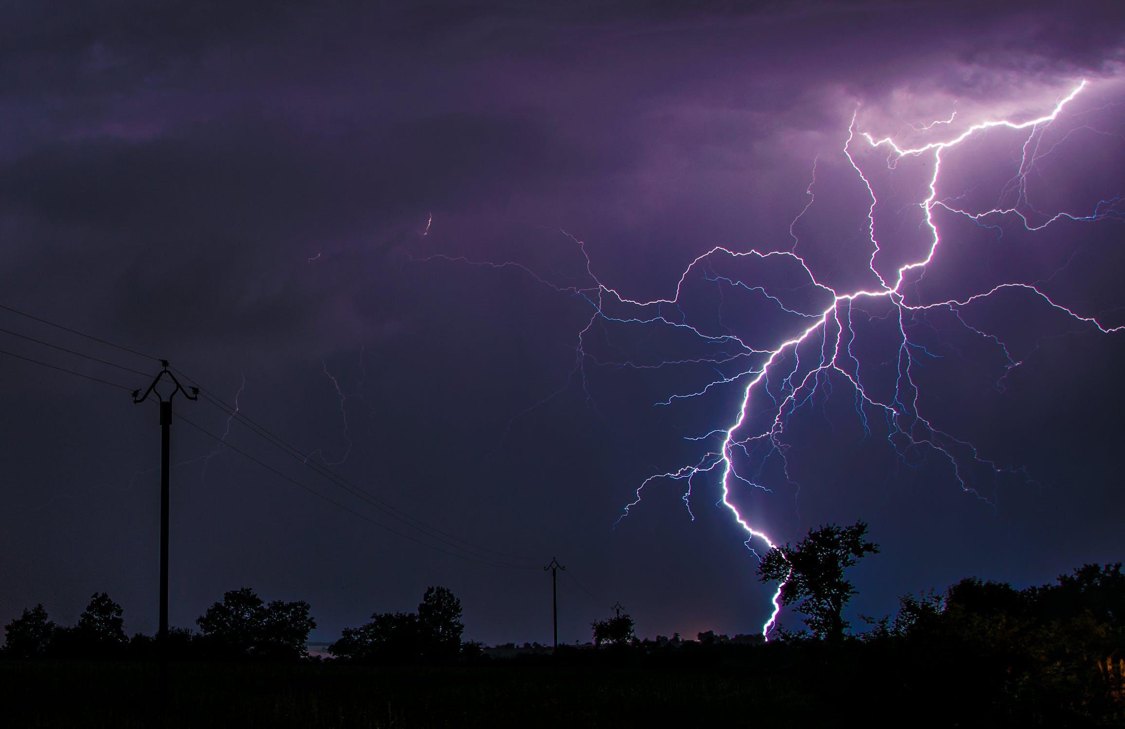 So schützen Sie Ihr Zuhause vor Blitzeinschlägen